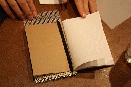 手帳カバー0418 穴とゴムのアイデア4
