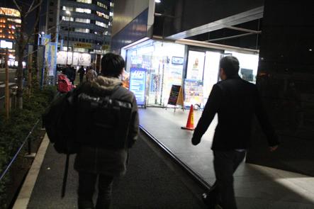 モバイラーズバッグで新宿の東急ハンズに向かう1