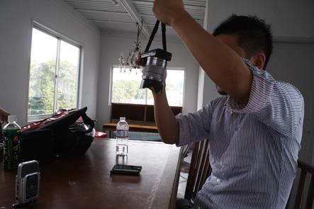 ミラーレスカメラのケースを検討する南さん3