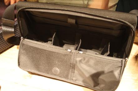ひらくPCバッグの内側2