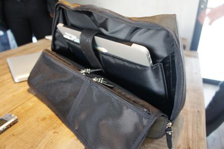 MacBook Air13インチをバッグに入れる