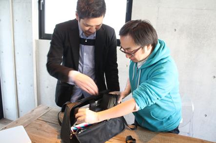 MacBook Air13インチをバッグにミラーレスカメラを入れる