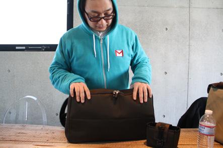 パソコンバッグの全面にポケットが欲しい
