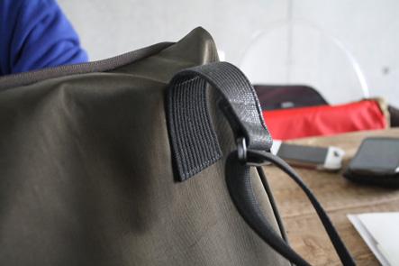 パソコンバッグの紐はどういうカタチがベストか