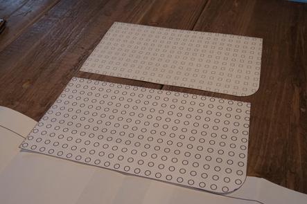 パソコンバッグの正面にパンチングレザーでポケットを検討3