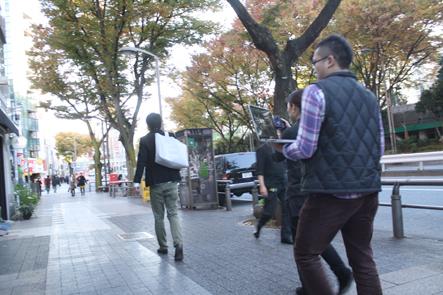 ブロガーズトート写真撮影 南さんが渋谷の街を歩く