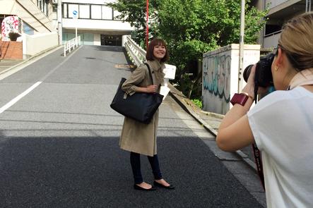 カメラマン磯部昭子さんがブロガーズトートブラックの撮影