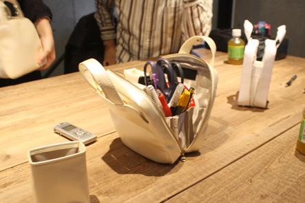 便利な筆箱は自立する