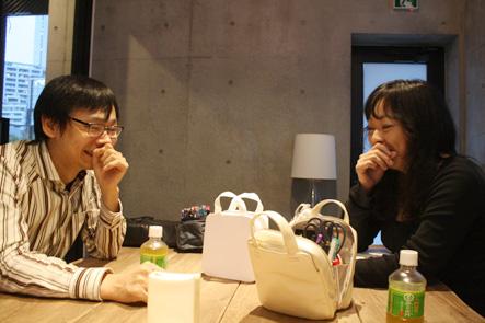 爆笑する文具王さんと吉野さん