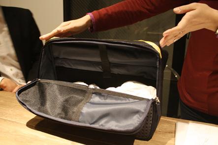ひらくPCバッグの横幅を小さくするアイデア