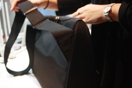 ひらくPCバッグ最終サンプルのベルト