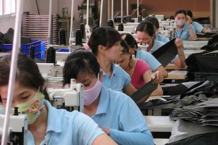 ベトナム工場の人はマスクを付けてる