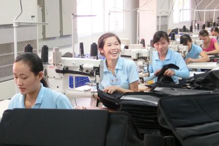 ベトナム工場の方の笑顔がまぶしい