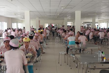 ダナンのカバン工場の食堂