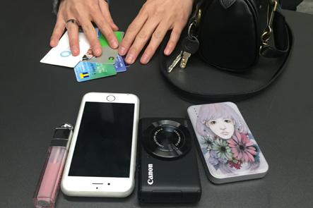 お財布ポシェットに入れるメインアイテム