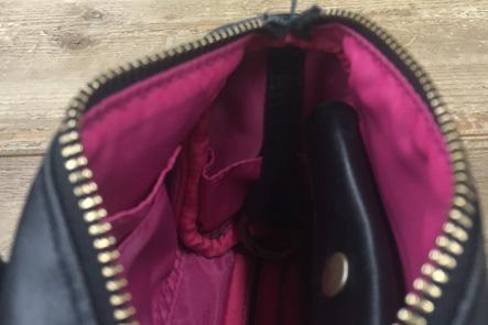 ミニボストンバッグに鍵のポケットは必要か
