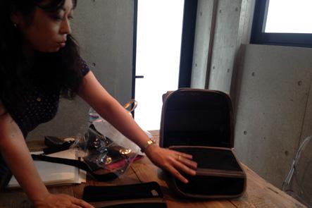 バッグのメッシュポケット部分の使用方法を検討
