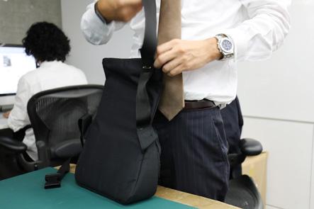 バッグのPC入れと本体をピンでとめて検証