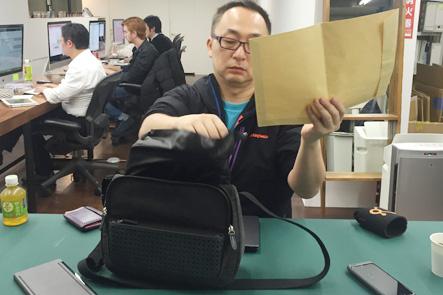 ひらくPCバッグnanoのPCケースには封筒も入る