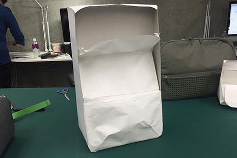 ひらくPCリュックの紙サンプル2の正面