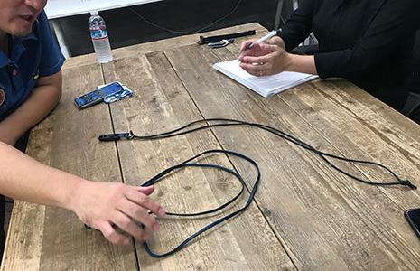 ネックストラップのサンプルの紐にフィードバックするコグレマサト