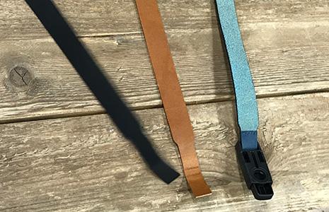 ネックストラップの短い革紐は3パターン