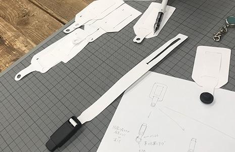 紙で作ったスマホストラップの短い紐